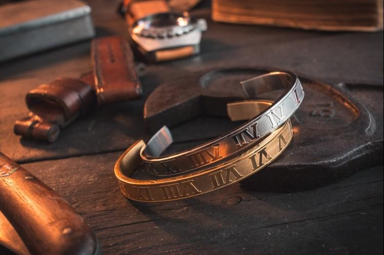 Ivendir - Stainless Steel Cuff, Bangle men's bracelet with Roman numerals 1-12 from STRAPSANDBRACELETS