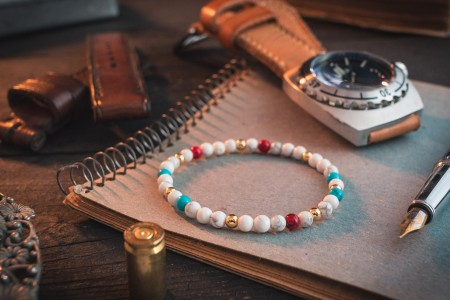 Advith - 4mm - White Howlite Beaded Stretchy Bracelet With Turquoise & Golden Beads