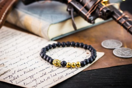 Kobin - 6mm - Matte Black Onyx Beaded Stretchy Bracelet with Gold Beads and Skull