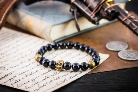 Cuillan - 8mm - Black Onyx Beaded Stretchy Bracelet with Bronze Skull and Bronze Beads